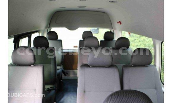 Imported Toyota Hiace White Makiinaa iti Import - Dubai keessatti Ethiopia keessatti