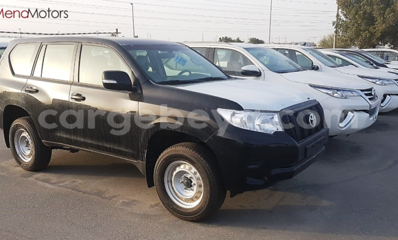 Haaraa Toyota Land Cruiser Prado Black Makiinaa iti Addis–Ababa keessatti Ethiopia keessatti
