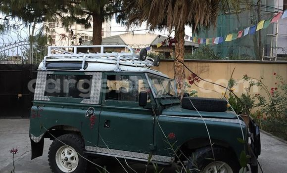 Buy Used Land Rover Defender Green Car in Addis–Ababa in Ethiopia