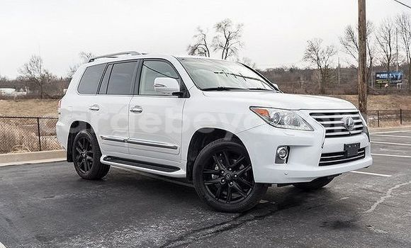 Buy Used Lexus LX 570 White Car in Abomsa in Oromia