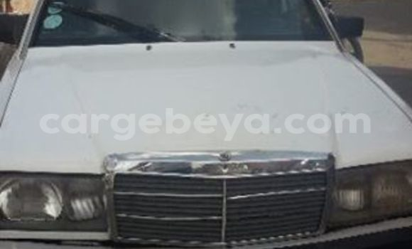 Buy Used Mercedes‒Benz 190 White Car in Addis–Ababa in Ethiopia