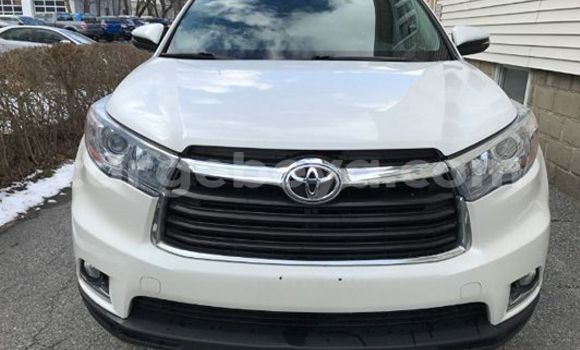 Buy Used Toyota Highlander White Car in Addis–Ababa in Ethiopia