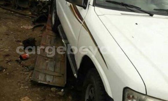 Oofamaa Nissan Patrol White Makiinaa iti Addis–Ababa keessatti Ethiopia keessatti