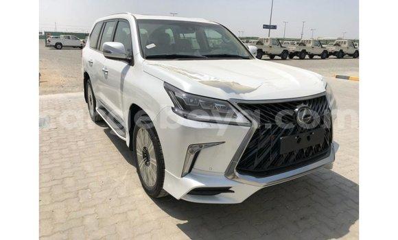 Imported Lexus LX White Makiinaa iti Import - Dubai keessatti Ethiopia keessatti