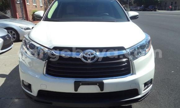 Buy Used Toyota Highlander White Car in Addis–Ababa in Ethiopia