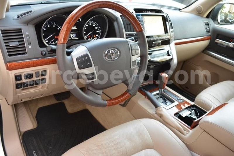 Big with watermark 2014 toyota land cruiser 11