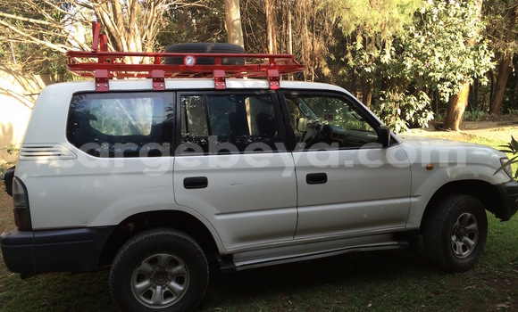 Buy Used Toyota Land Cruiser Prado White Car in Addis–Ababa in Ethiopia