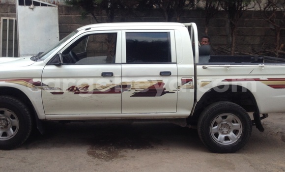 Buy Used Mitsubishi L200 White Car in Shashemenē in Ethiopia