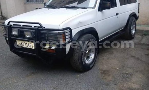 Buy Used Nissan Pathfinder White Car in Addis–Ababa in Ethiopia