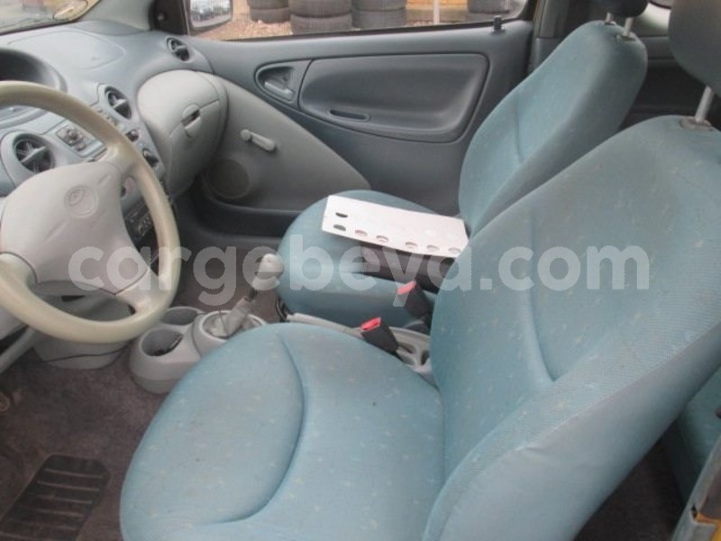 Big with watermark toyota yaris 2001.5