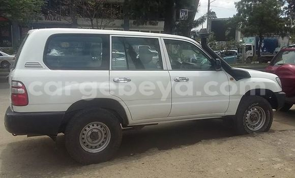 Buy Used Toyota Surf White Car in Addis–Ababa in Ethiopia