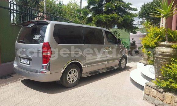 Acheter Occasion Voiture Hyundai Grand Starex Gris à Addis Ababa, Ethiopie