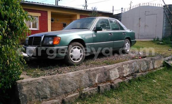 Buy Used Mercedes‒Benz E–Class Green Car in Addis–Ababa in Ethiopia