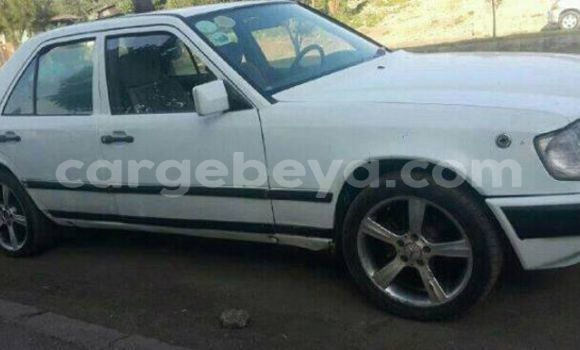 Buy Used Mercedes‒Benz C–Class White Car in Addis–Ababa in Ethiopia