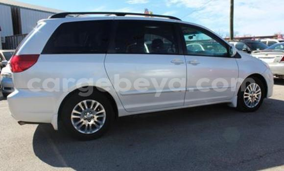 Buy Used Toyota Sienna White Car in Addis–Ababa in Ethiopia