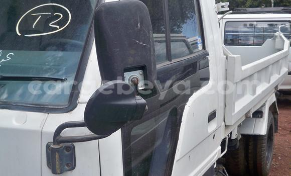 Buy Used Isuzu D-MAX White Car in Addis–Ababa in Ethiopia