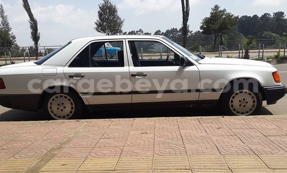 Buy Used Mercedes‒Benz 200 Black Car in Addis–Ababa in Ethiopia